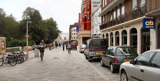 800px-New_Road,_Brighton_-_shared_space